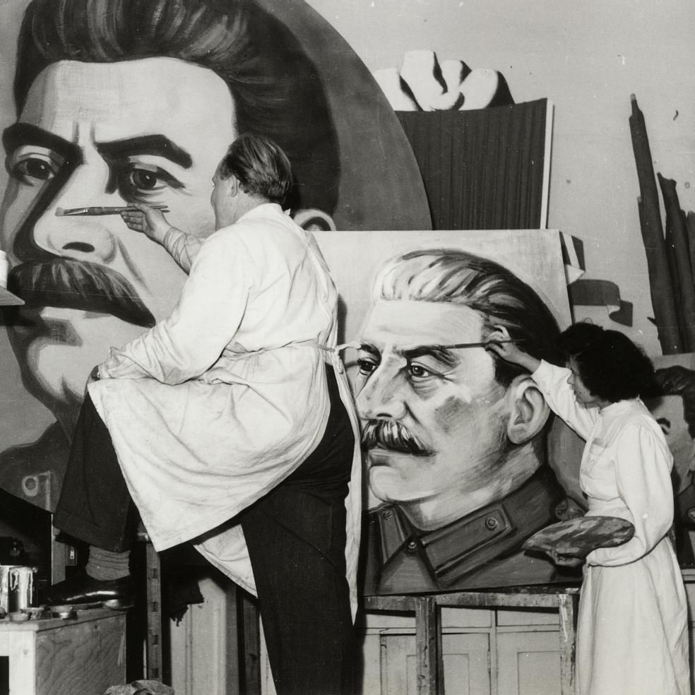 Nem szabadott nagyobb fület rajzolni Sztálinnak, mint az etalon – FényképTár